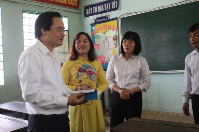 Bộ trưởng Phùng Xuân Nhạ: Phải chuẩn bị tốt nhất các điều kiện an toàn, tạo tâm lý yên tâm cho phụ huynh khi đón học sinh trở lại trường - Ảnh 1.