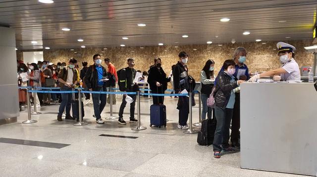 """Đà Nẵng thông tin về """"cô gái không được giám sát y tế tại sân bay"""": Kết quả xét nghiệm âm tính virus Corona - Ảnh 1."""