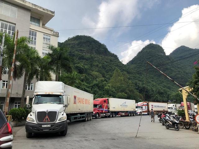 Cửa khẩu quốc tế Hữu Nghị đang tồn 376 xe nông sản - Ảnh 1.