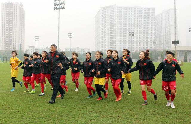 HLV Mai Đức Chung chỉ ra lợi thế của ĐT nữ Việt Nam trước đối thủ Australia - Ảnh 1.