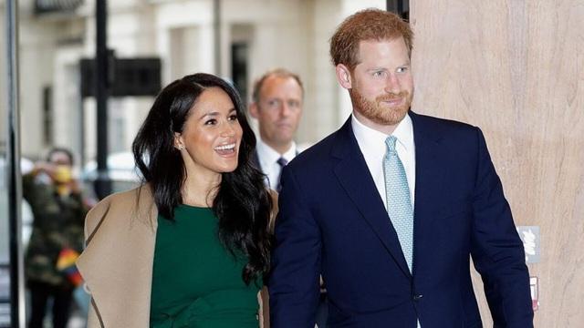 Tiết lộ cặp đôi Harry và Meghan đang đắm say hạnh phúc ngọt ngào hậu hoàng gia - Ảnh 1.
