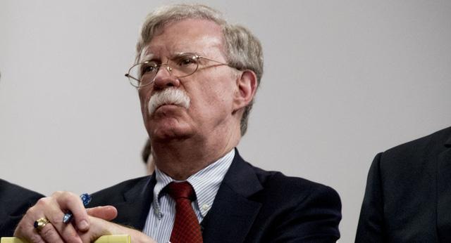 """Phá vỡ im lặng, cựu cố vấn an ninh Bolton hé lộ cách biết thêm về """"hậu trường"""" chính quyền Trump - Ảnh 1."""