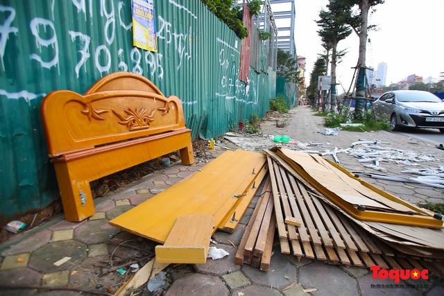 Hà Nội: Đường Nguyễn Văn Huyên kéo dài ngập trong rác thải bốc mùi hôi thối - Ảnh 14.