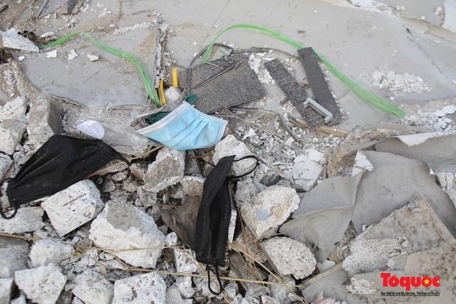 Hà Nội: Đường Nguyễn Văn Huyên kéo dài ngập trong rác thải bốc mùi hôi thối - Ảnh 11.