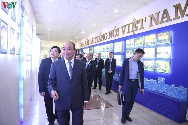 Thủ tướng: Đài Tiếng nói Việt Nam cần tiếp tục đổi mới, xứng đáng là đài phát thanh quốc gia - Ảnh 1.