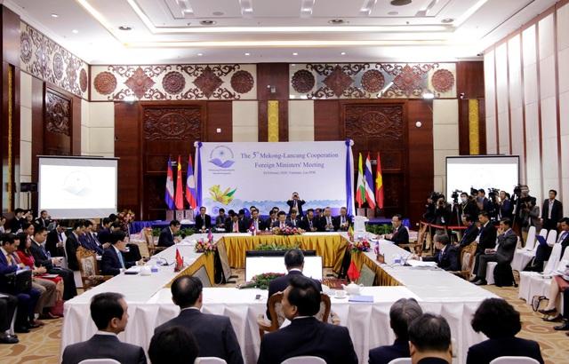 Hội nghị Bộ trưởng Ngoại giao Mekong – Lan Thương lần thứ 5: Các Bộ trưởng quan tâm trước diễn biến phức tạp và tác động tiêu cực do COVID-19 gây ra - Ảnh 1.