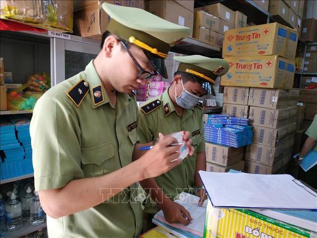 Chuyển giao 102.726 chiếc khẩu trang cho Sở y tế Hà Nội phục vụ công tác phòng, chống dịch Covid - 19 - Ảnh 1.