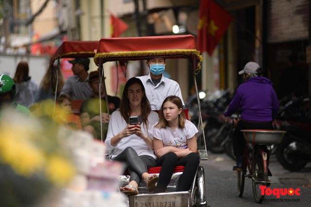 Tổng cục Du lịch: Không đón khách du lịch từ khu vực có dịch vào Việt Nam - Ảnh 1.