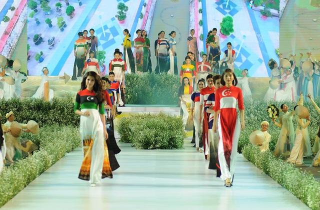Hoãn tổ chức Lễ hội áo dài Tp. Hồ chí Minh lần thứ 7 - Ảnh 1.
