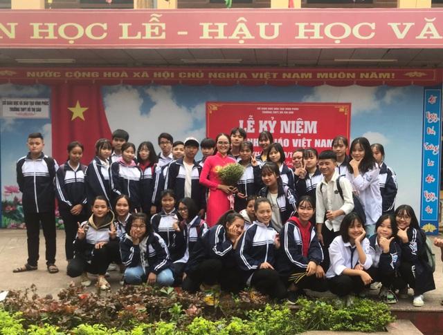 Tâm trạng của cô giáo chủ nhiệm lớp 10A2 khi đón 36 học sinh cách ly để phòng dịch Covid-19 trở về - Ảnh 1.