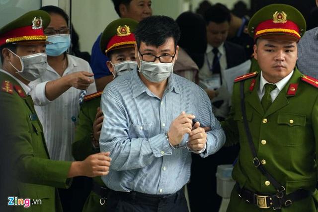 Hoãn phiên tòa xử ông Trương Duy Nhất - Ảnh 1.