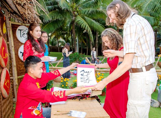 Du lịch Bình Thuận diễn ra sôi động trong dịp tết Canh Tý - Ảnh 1.