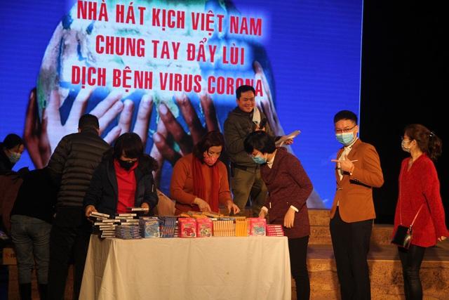NSƯT Xuân Bắc phát khẩu trang miễn phí, kêu gọi nghệ sĩ bảo vệ sức khoẻ giữa dịch corona - Ảnh 6.
