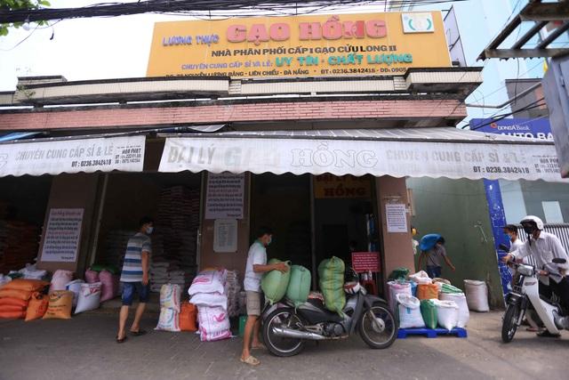Chủ đại lý gạo ở Đà Nẵng treo tấm bảng khuyên khách không nên...mua nhiều gạo - Ảnh 8.