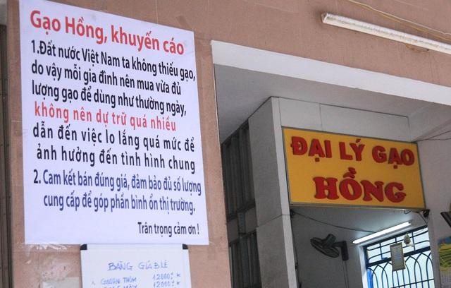 Chủ đại lý gạo ở Đà Nẵng treo tấm bảng khuyên khách không nên...mua nhiều gạo - Ảnh 2.