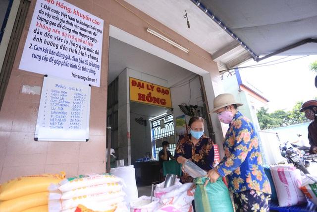 Chủ đại lý gạo ở Đà Nẵng treo tấm bảng khuyên khách không nên...mua nhiều gạo - Ảnh 7.