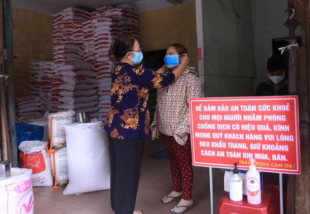 Chủ đại lý gạo ở Đà Nẵng treo tấm bảng khuyên khách không nên...mua nhiều gạo - Ảnh 9.