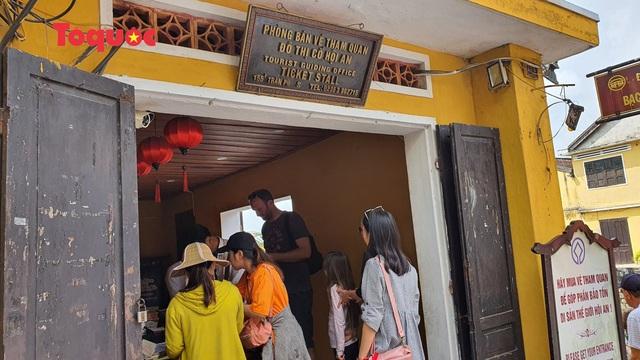 Hội An tạm ngừng hoạt động bán vé tham quan khu phố cổ và phố đi bộ - Ảnh 1.