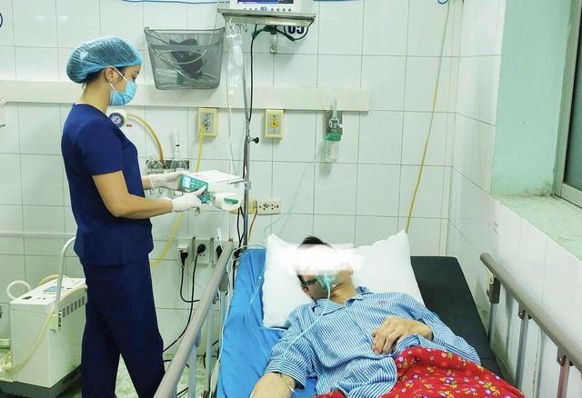 Uống thuốc viên tại nhà, người đàn ông 43 tuổi bị sốc phản vệ - Ảnh 1.