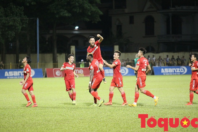 Vòng 2 V-League 2020: Hàng Đẫy tiếp tục nóng, TP. HCM đứng trước cơ hội vượt mặt kình địch - Ảnh 1.