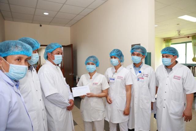 """""""Cả nước đang chung tay chống dịch, hãy cho chúng tôi ra tuyến đầu với các bệnh nhân bị Covid-19"""" - Ảnh 3."""
