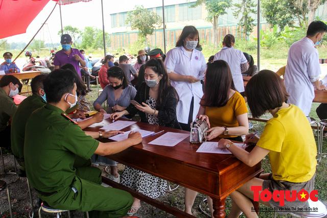 Kích hoạt các chốt kiểm soát y tế, Huế giám sát chặt người và phương tiện đến địa phương - Ảnh 9.
