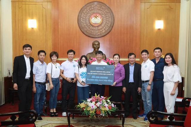 Hình ảnh MTTQ Việt Nam tiếp nhận ủng hộ của Ca sỹ Noo Phước Thịnh cùng các cơ quan, tổ chức, cá nhân với quyết tâm ngăn chặn, đẩy lùi dịch Covid-19. - Ảnh 5.