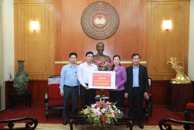 Hình ảnh MTTQ Việt Nam tiếp nhận ủng hộ của Ca sỹ Noo Phước Thịnh cùng các cơ quan, tổ chức, cá nhân với quyết tâm ngăn chặn, đẩy lùi dịch Covid-19. - Ảnh 4.