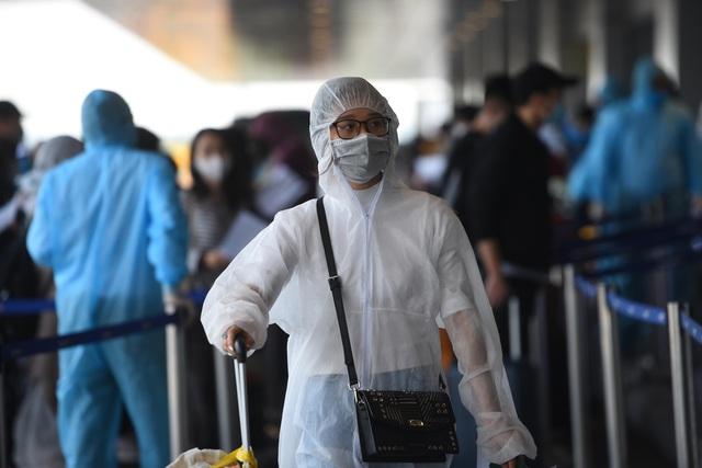 Sân bay Vân Đồn đón thêm hơn 500 người Việt trở về từ vùng dịch theo quy trình đặc biệt - Ảnh 4.