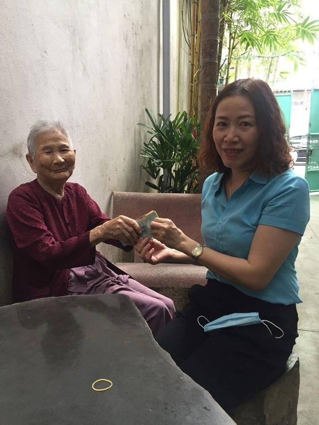 Mẹ Việt Nam Anh hùng ủng hộ hết tiền dành dụm chống dịch Covid-19 - Ảnh 1.