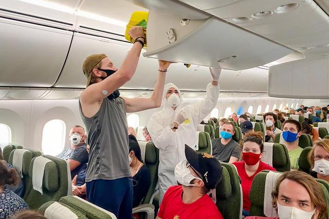 Cận cảnh chuyến bay đặc biệt của Bamboo Airways đưa công dân Séc và châu Âu hồi hương - Ảnh 6.