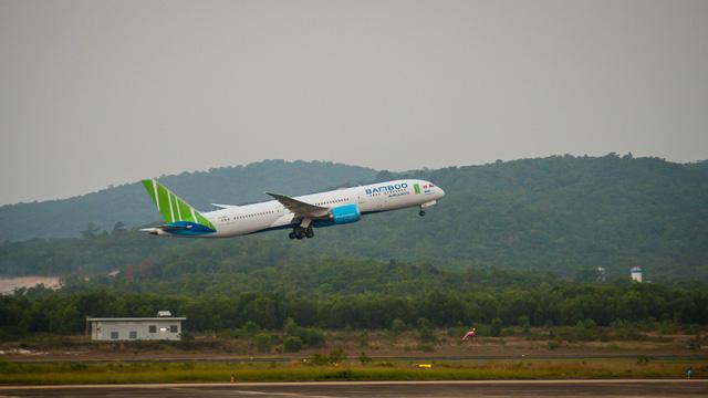 Cận cảnh chuyến bay đặc biệt của Bamboo Airways đưa công dân Séc và châu Âu hồi hương - Ảnh 8.