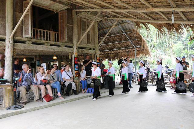 Hòa Bình: Kêu gọi đầu tư phát triển các sản phẩm du lịch có tiềm năng của tỉnh - Ảnh 1.