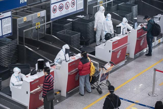 Trái ngược với tình trạng toàn cầu mùa Covid-19, vé máy bay đến Trung Quốc liên tục tăng giá mạnh - Ảnh 1.