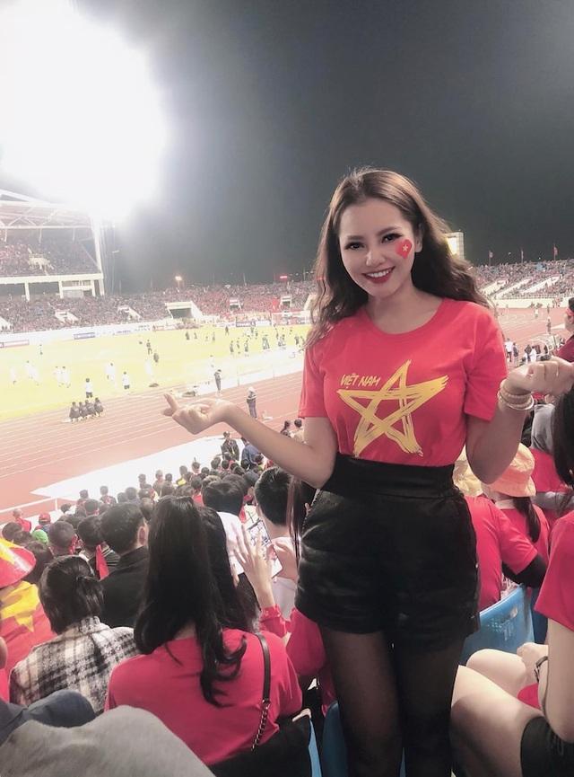 Hình ảnh nóng bỏng của bạn gái tin đồn cầu thủ Đức Huy - Ảnh 1.