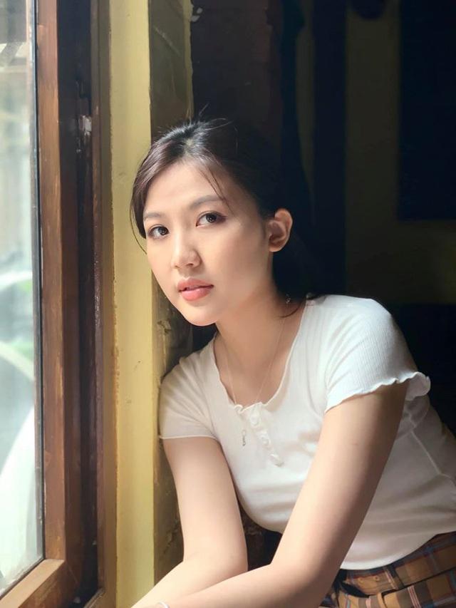 """""""Tiểu tam"""" Lương Thanh xuất hiện với chiếc cằm dài bất thường - Ảnh 3."""