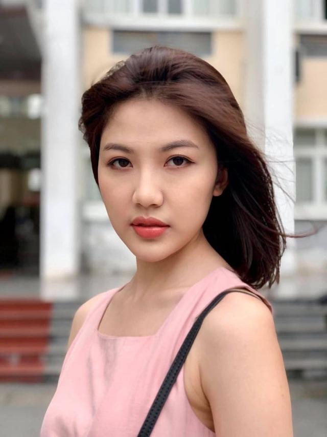 """""""Tiểu tam"""" Lương Thanh xuất hiện với chiếc cằm dài bất thường - Ảnh 1."""