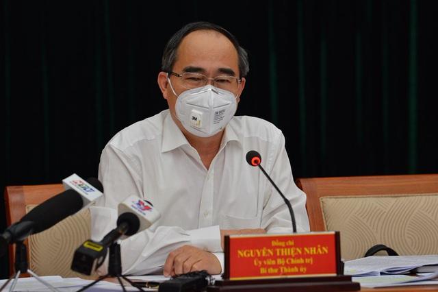Bí thư Thành ủy TP.HCM Nguyễn Thiện Nhân đề nghị người dân khi ra đường phải đeo khẩu trang, ai không đeo sẽ bị chế tài - Ảnh 1.
