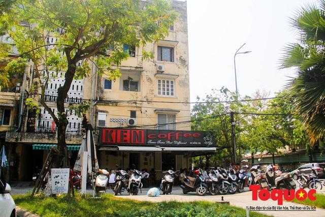 Nhà hàng, quán cà phê... tại Huế bắt đầu thực hiện giản cách xã hội - Ảnh 1.