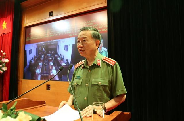 Bộ trưởng Công an: Xử lý nghiêm hành vi không khai báo y tế, đưa tin sai sự thật về dịch bệnh COVID-19 - Ảnh 1.