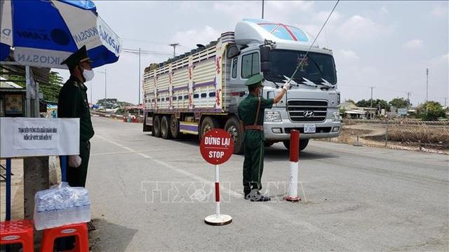 Bộ Ngoại giao thông tin về thay đổi quy định qua lại cửa khẩu với Campuchia và Lào - Ảnh 1.