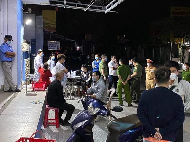 Kiểm tra xe khách trong đêm, phát hiện nhiều người Trung Quốc không có hộ chiếu - Ảnh 1.