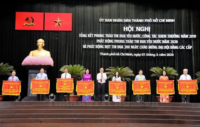 Bí thư Thành ủy TP.HCM Nguyễn Thiện Nhân: Càng gặp thách thức càng phải phát huy vai trò của thi đua - Ảnh 2.