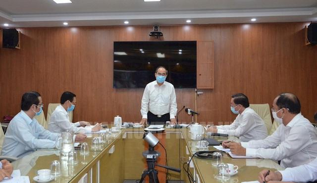 Bí thư Thành ủy TP.HCM Nguyễn Thiện Nhân thăm và làm việc các đơn vị đã tích cực trong công tác phòng, chống dịch Covid-19 - Ảnh 1.
