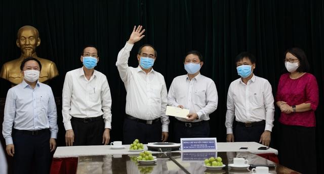 Bí thư Thành ủy TP.HCM Nguyễn Thiện Nhân thăm và làm việc các đơn vị đã tích cực trong công tác phòng, chống dịch Covid-19 - Ảnh 2.