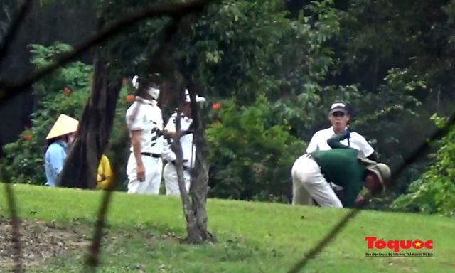 Nghệ An: Sân golf Cửa Lò mở cửa, nhiều người vẫn tụ tập chơi bất chấp chỉ thị của Thủ tướng - Ảnh 3.