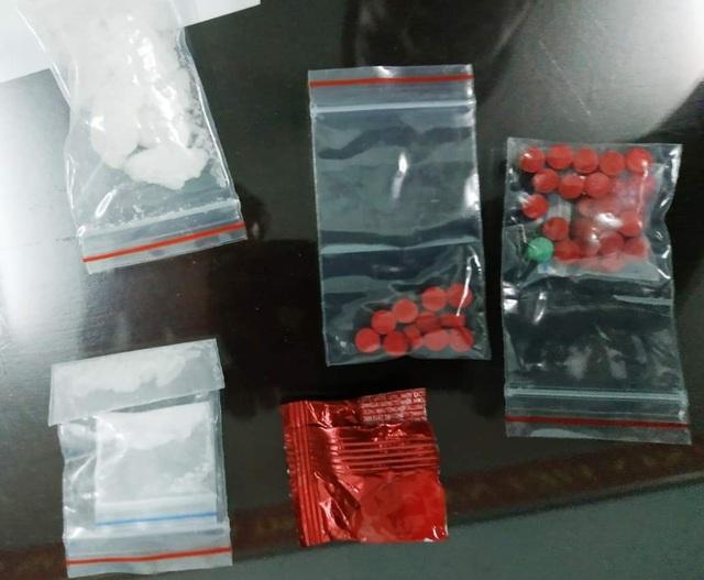 Huế: Mang nhiều loại ma túy trong người, nam thanh niên bị bắt giữ - Ảnh 2.