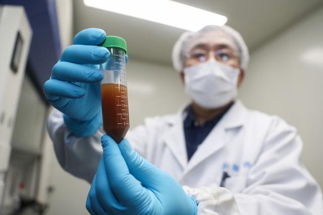 """""""Vén màn"""" lý do giới khoa học quân sự Trung Quốc muốn thử nghiệm vaccine điều trị COVID-19 tại nước ngoài và thái độ của Mỹ - Ảnh 1."""