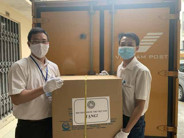 Vietnam Post dành nhiều ưu đãi, hỗ trợ chuyển vật tư y tế đến vùng dịch Covid-19  - Ảnh 1.
