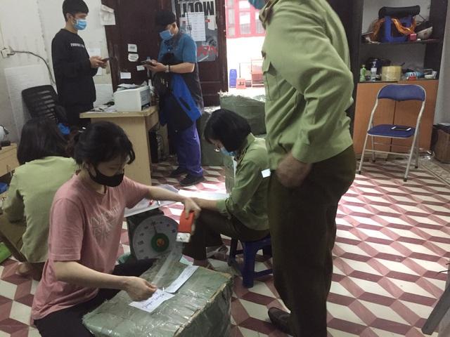 Hà Nội: Thực hiện chuyển giao hồ sơ vụ việc có dấu hiệu tội phạm hàng giả là thuốc chữa bệnh cho Bộ Công an - Ảnh 2.